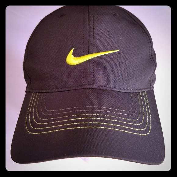 94bac3a08f1 Nike Golf Hat Ball Cap Black Yellow Swoosh. M 5b3665be9519968a3e8b161b